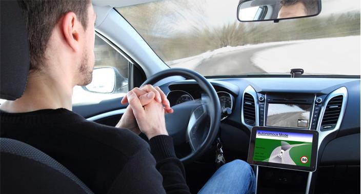 La voiture connectée : quels enjeux industriels et réglementaires ?