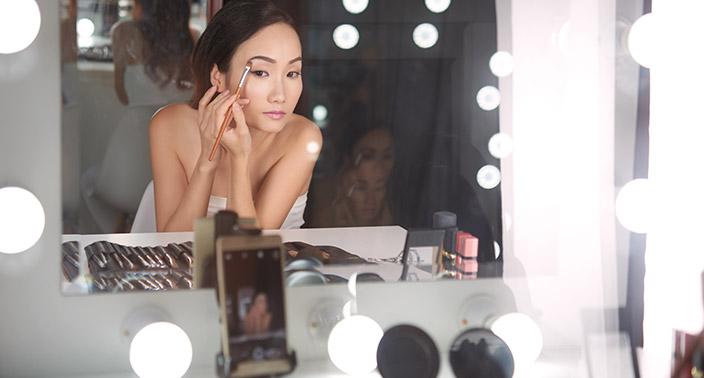 Miroirs intelligents : les coaches beauté n'ont qu'à bien se tenir !